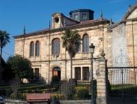 Facahda principal del Colegio de los PP. Escolapios en Villacarriedo